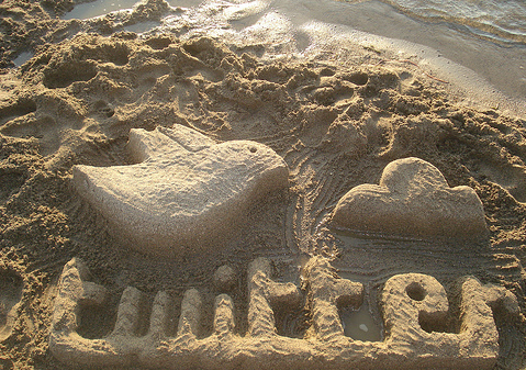 Twitter-Logo-in-the-Sand
